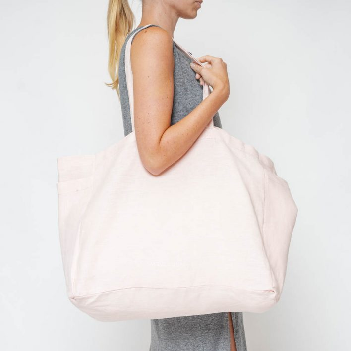 RGR_MonkandAnna_Kyodaina_Nude pink_pouch