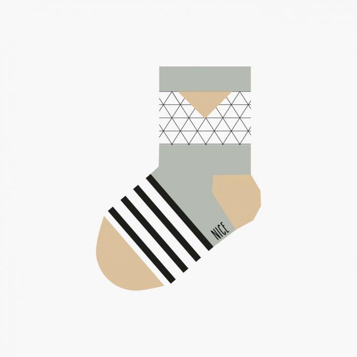 babysocken-triangle-grey.jpg