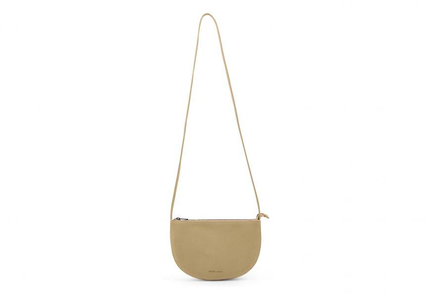 1601343 – Monk & Anna – product – Farou half