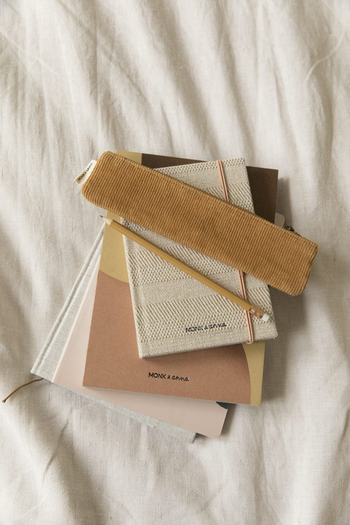 1601375 1601382 – Monk & Anna – style – Notebook S – structured linen – Notebook L – shapes
