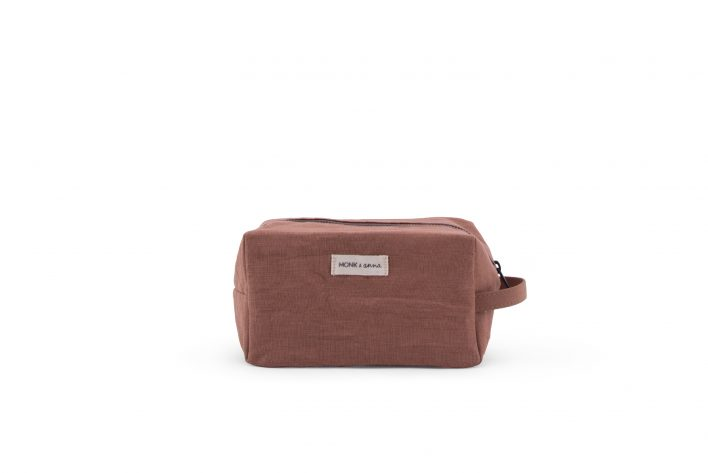 1601385 – M&A – product – Linen – Toiletbag – chestnut