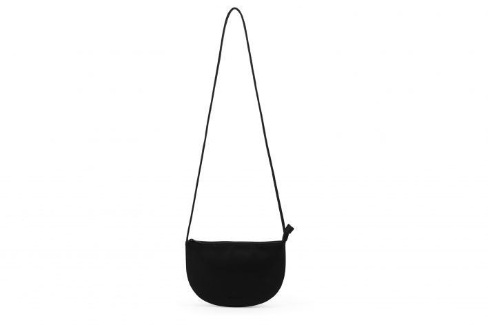 1601401 – Monk & Anna – product – Farou half moon bag – Black