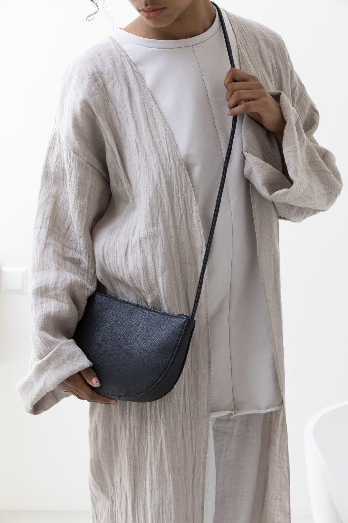 1601401 – Monk & Anna – style – Farou half moon bag – Black