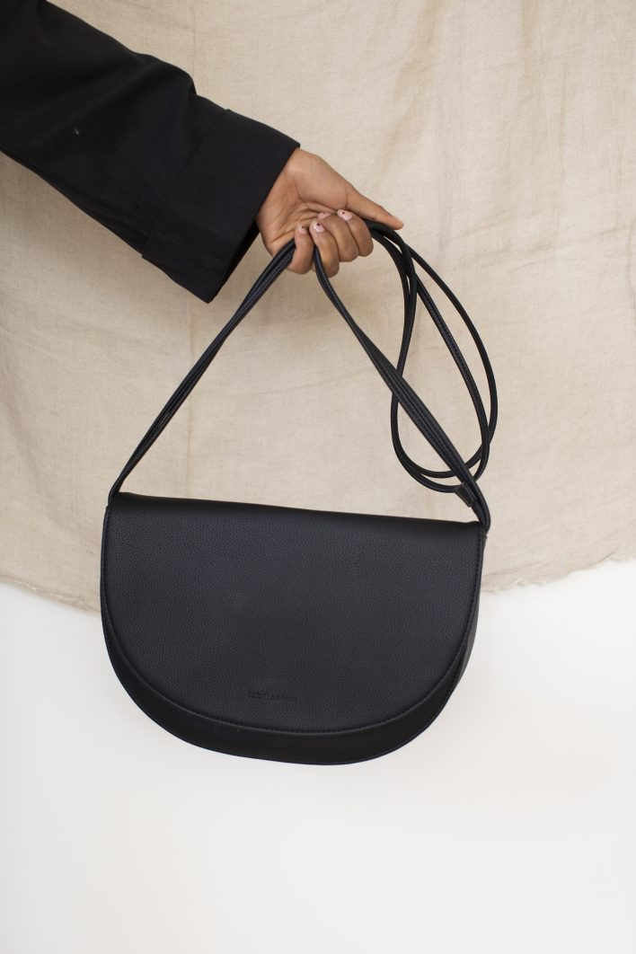 1601403 – Monk & Anna – style – Soma halfmoon bag – black – 02