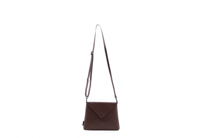 1502111 – Tinne+Mia – product – envelope bag – Java brown