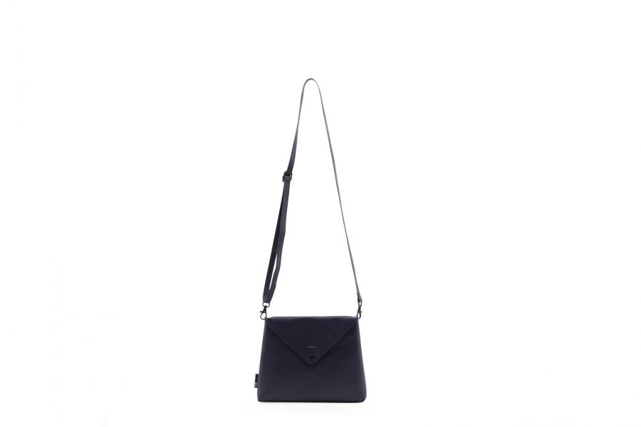 1502112 – Tinne+Mia – product – envelope bag – Carbon