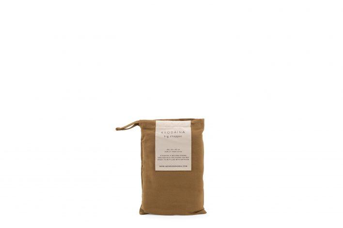 1601490 – Monk & Anna – product – Kyodaina – Khaki – pouch (1)