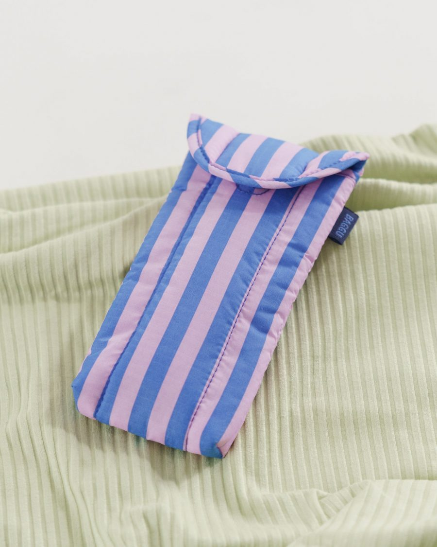 Puffy_Glasses_Sleeve_Ripstop_Pink_and_Blue_Stripe_03_1728x2160_crop_center.progressive