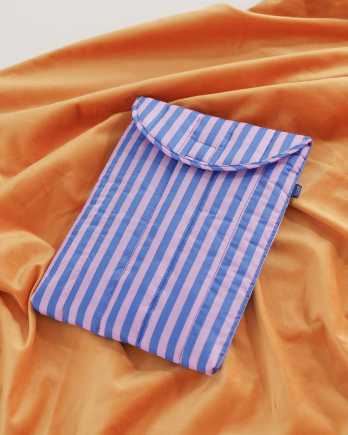 Puffy_Laptop_Sleeve_13__Ripstop_Pink_and_Blue_Stripe_03_1728x2160_crop_center.progressive