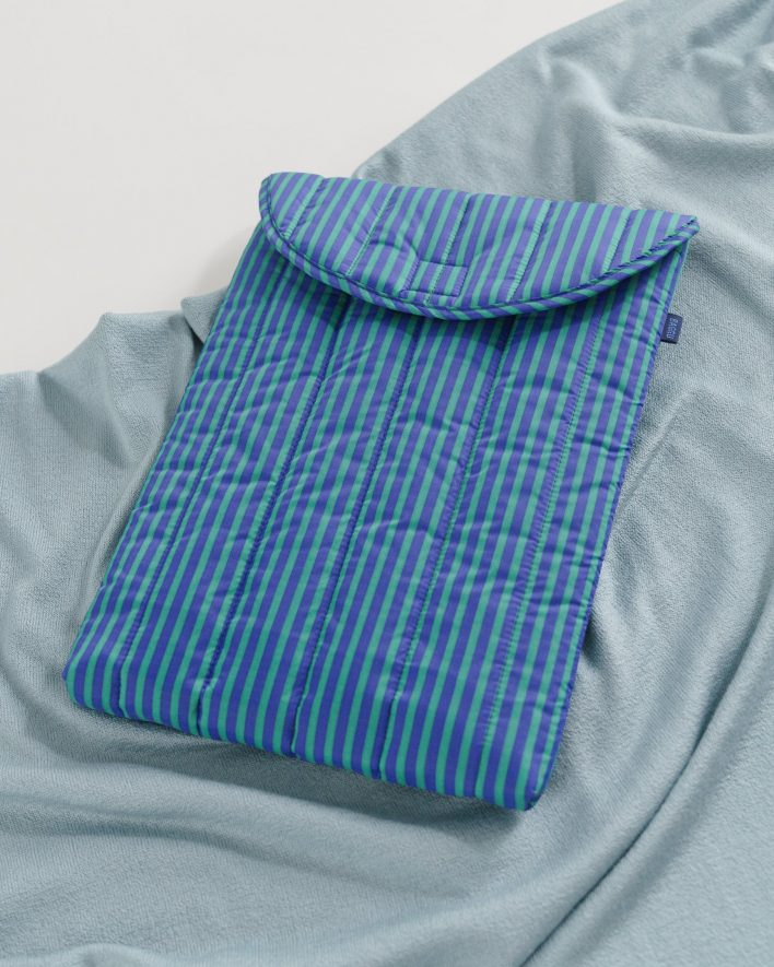 Puffy_Laptop_Sleeve_16__Ripstop_Cobalt_and_Jade_Stripe_03_1728x2160_crop_center.progressive