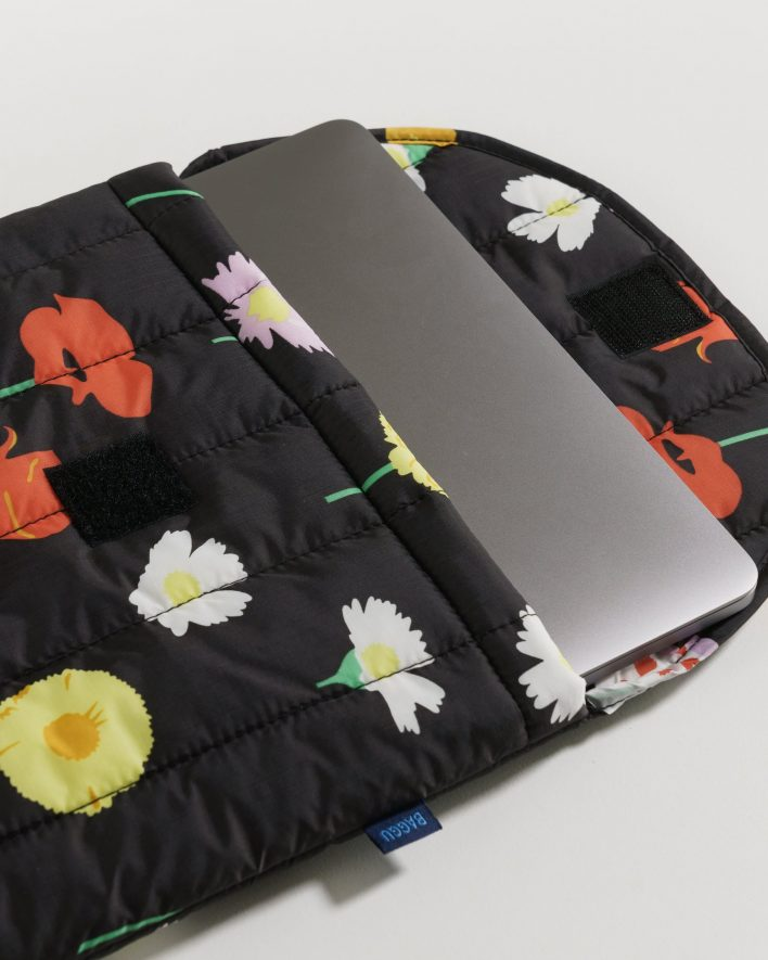 Puffy_Laptop_Sleeve_16__Ripstop_Desert_Wildflower_03_1728x2160_crop_center.progressive