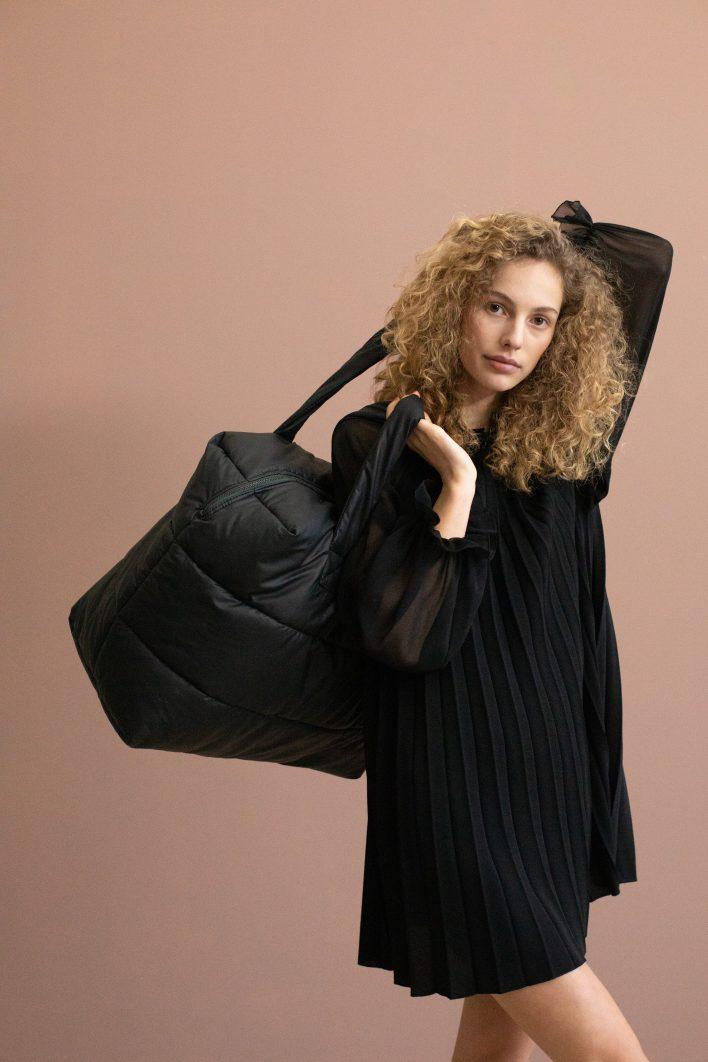 1502152- Tinne+Mia – style – Camill – big puffy weekend bag – black – 2.JPG