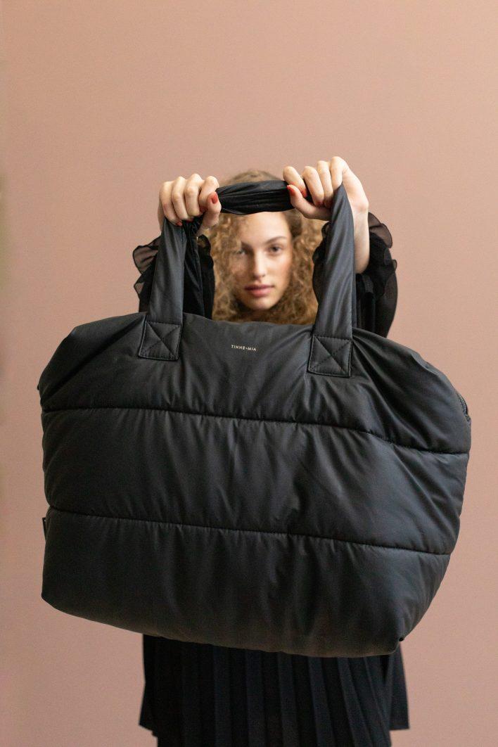 1502152- Tinne+Mia – style – Camill – big puffy weekend bag – black – 3.JPG