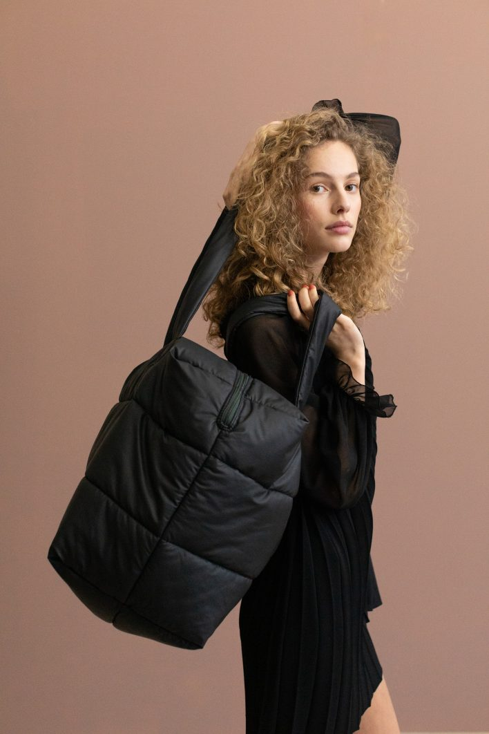 1502152- Tinne+Mia – style – Camill – big puffy weekend bag – black.JPG