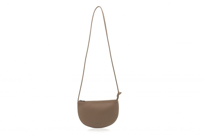 1601491 – Monk & Anna – product – Farou half moon bag – cacao – 1
