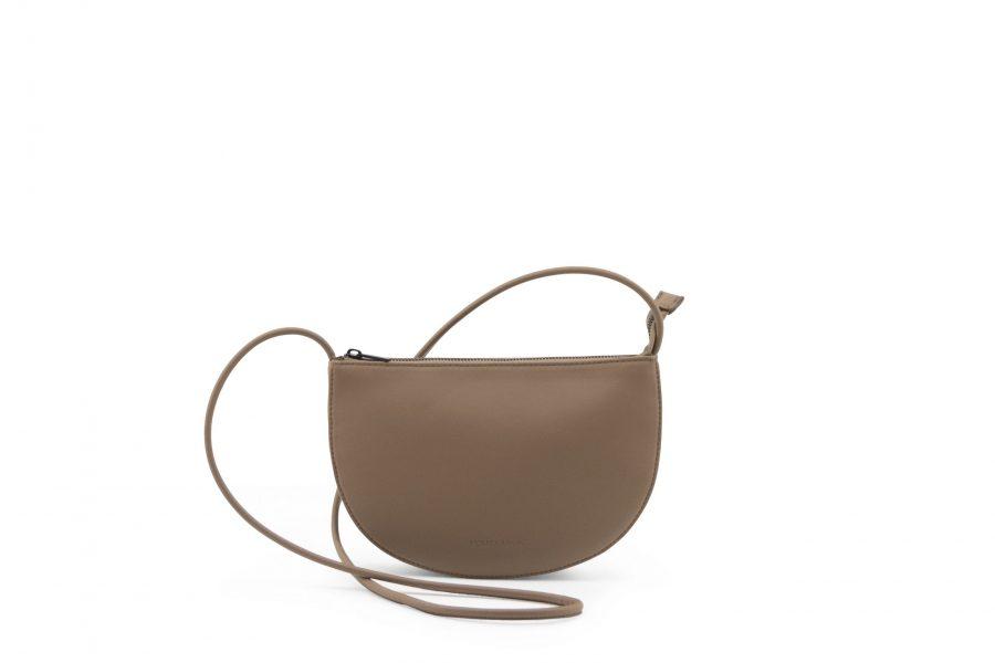 1601491 – Monk & Anna – product – Farou half moon bag – cacao – 3
