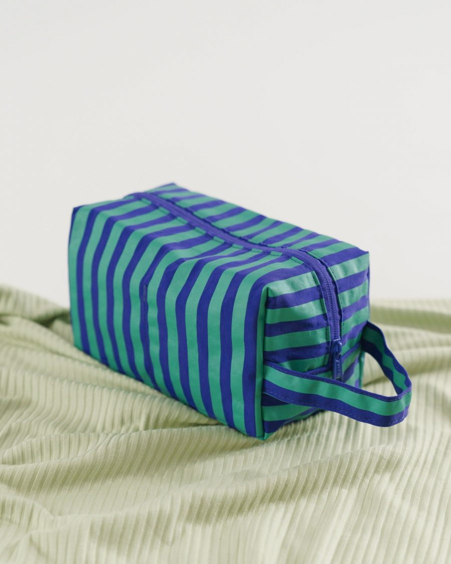Dopp_Kit_Heavyweight_Cobalt_and_Jade_Stripe_03_1728x2160_crop_center.progressive