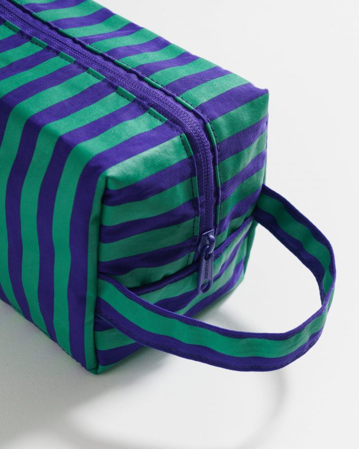 Dopp_Kit_Heavyweight_Cobalt_and_Jade_Stripe_04_1728x2160_crop_center.progressive