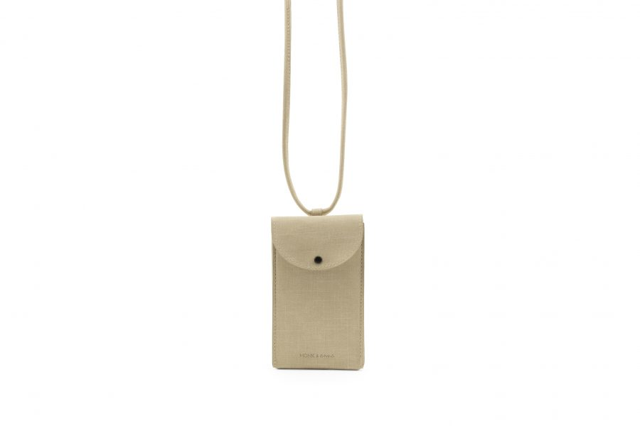 1601565 – Monk & Anna – product – Phone pouch – vegan leather – seashell
